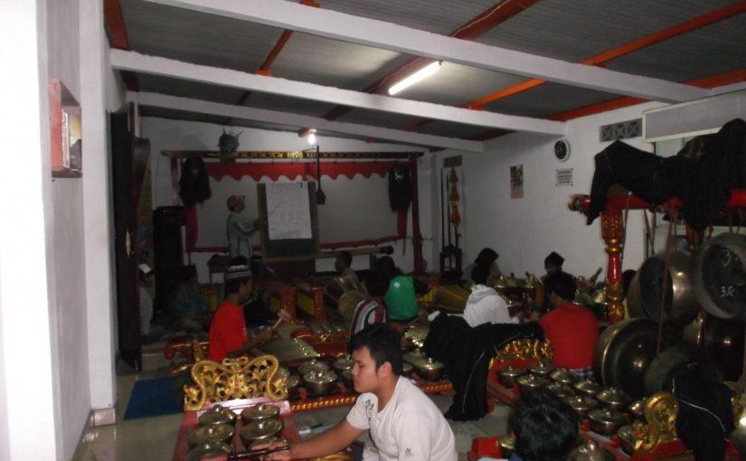 Latihan Karawitan Anak-anak di Sangga Tirto Siswo Laras, Bawukan